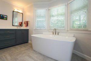 Soaking Bath Tub